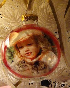 Easy Homemade Photo Ornaments