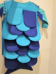 Easy Fish Costume Pattern http://www.allfreeholidaycrafts.com/Halloween-Costumes/Creative-and-Cute-Halloween-Costumes-14-Costume-Ideas-to-Make-at-Home-eBook
