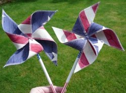 Patriotic Pinwheels Download the New Free July 4th Crafts eBook from AllFreeHolidayCrafts!